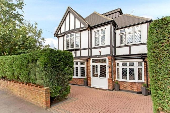 Thumbnail Property to rent in Knighton Drive, Woodford Green, London