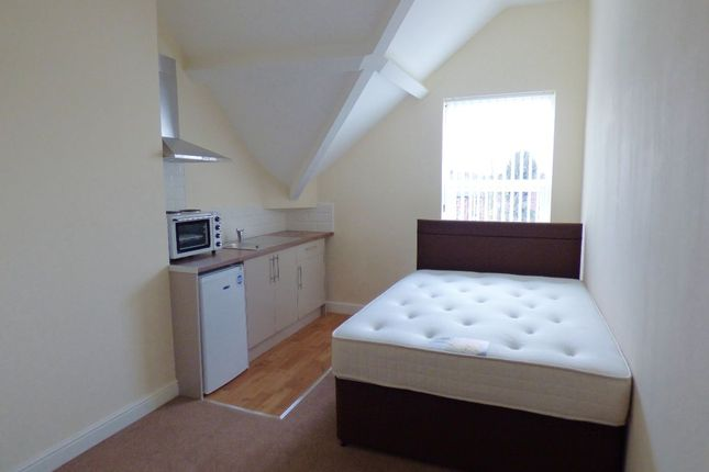 Thumbnail Studio to rent in Avenue Road, Doncaster