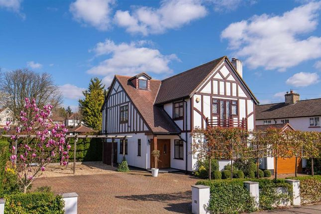 5 bed detached house to rent in Heath Drive, Potters Bar, Hertfordshire EN6