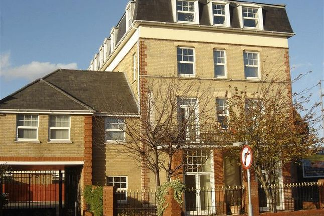 2 bed flat to rent in Carnarvon Road, Clacton-On-Sea