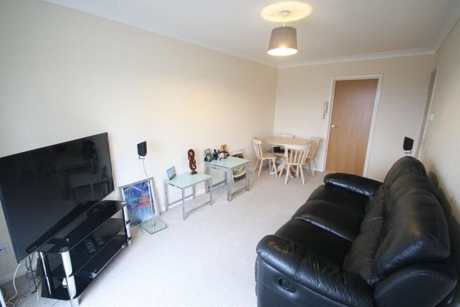 Thumbnail Flat for sale in Fernhill Close, Poole