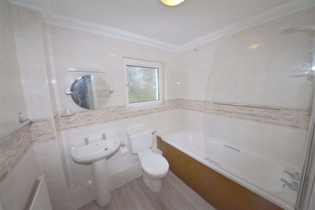 Family Bathroom of Greenwood House, Heywood Lane, Tenby, Dyfed SA70