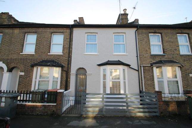 2 bed terraced house to rent in Hughan Road, Stratford