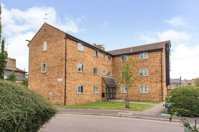 2 bed flat for sale in New Ash Close, London N2