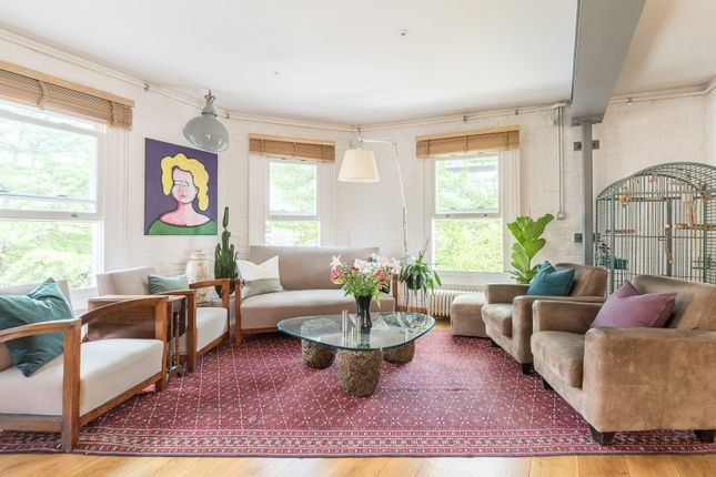 Thumbnail Town house to rent in Vauxhall Grove, London