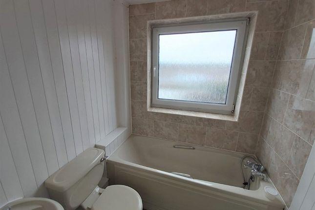 Bathroom of Oak Tree Lane, Haxby, York YO32