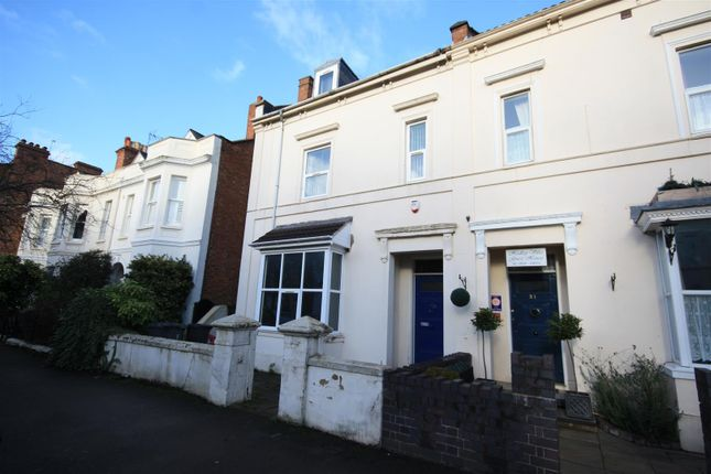 Squirhill place russell terrace leamington spa cv31 8 for Modern homes leamington
