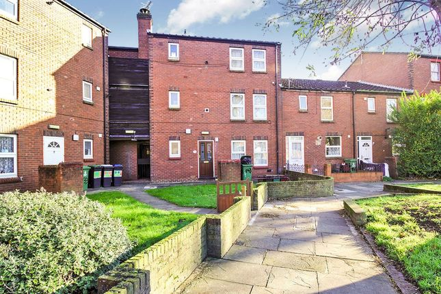Thumbnail Flat for sale in Parkway, Erith