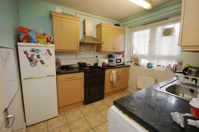 3 bed flat to rent in Robert Street, London