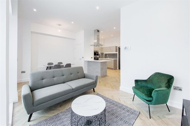 Thumbnail Town house to rent in Townhouse, Silvercroft Street