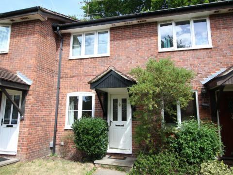 Thumbnail Property to rent in Kingfisher Close, Farnborough