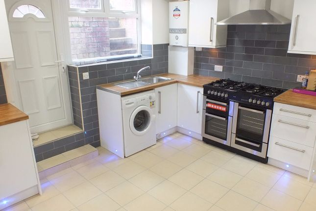 Thumbnail Terraced house to rent in Brudenell Grove, Leeds, West Yorkshire