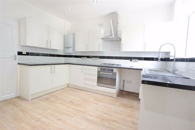Thumbnail Flat to rent in Station Road, Winchmore Hill, London