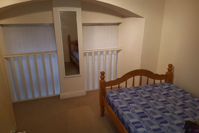Thumbnail Flat to rent in Wilmslow Road, Didsbury, Manchester