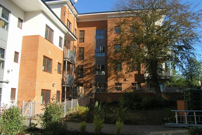 Thumbnail Flat for sale in Gunnersbury Lane, London