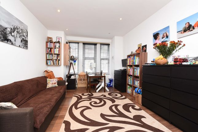 Thumbnail Flat to rent in Brancaster Road, London