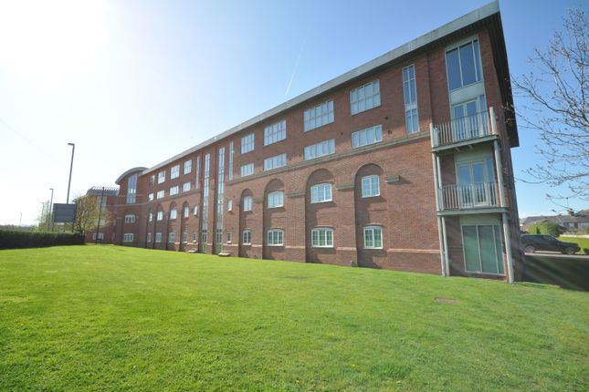 2 bed flat to rent in Caxton Court, Burton-On-Trent