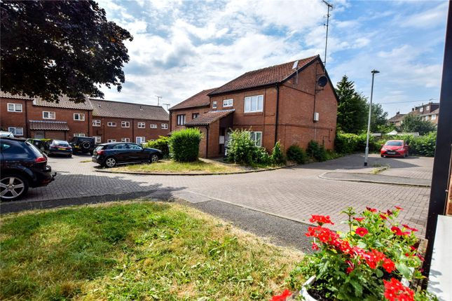 Thumbnail Property to rent in Barn Close, Hemel Hempstead, Hertfordshire