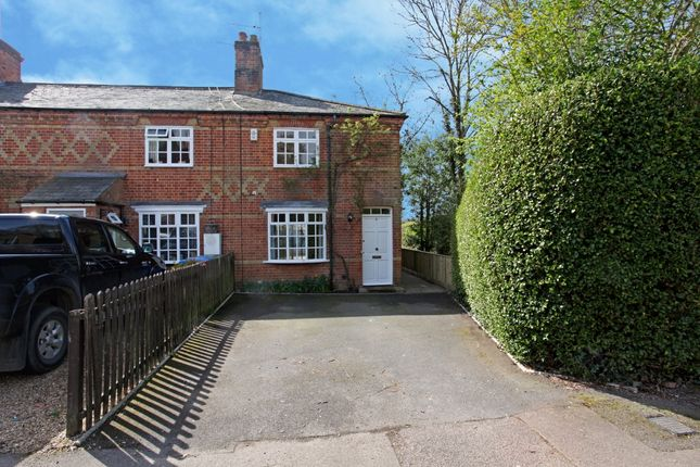 Thumbnail Cottage to rent in Lovel Road, Winkfield, Windsor