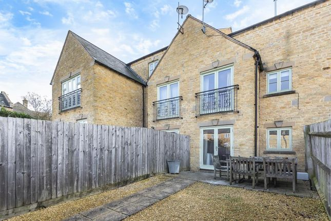 Thumbnail Town house for sale in Westcote Place, Chipping Norton