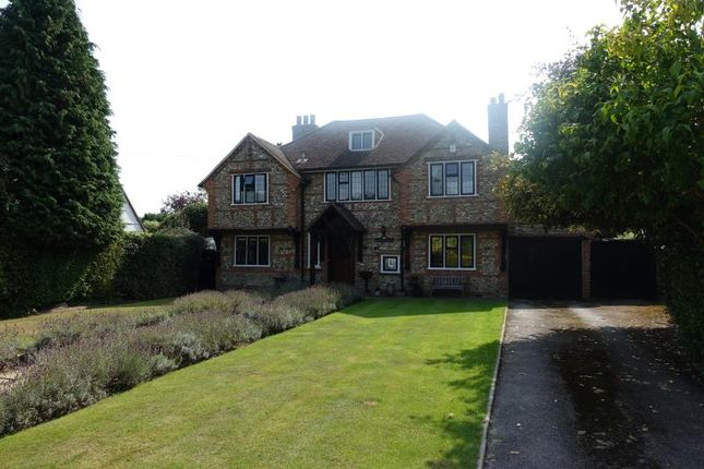 Thumbnail Detached house to rent in Canons Hill, Old Coulsdon, Coulsdon