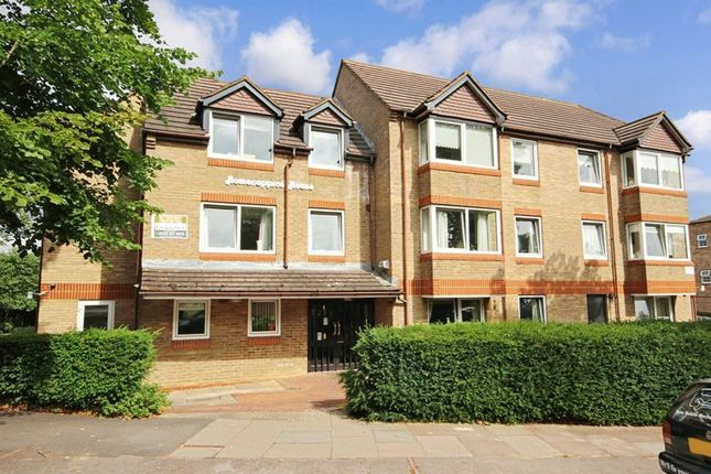 Thumbnail Flat for sale in Homecoppice House, Bromley