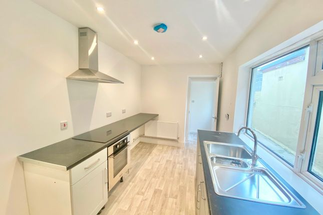 3 bed terraced house to rent in Middle Road, Cwmbwrla, Swansea SA5