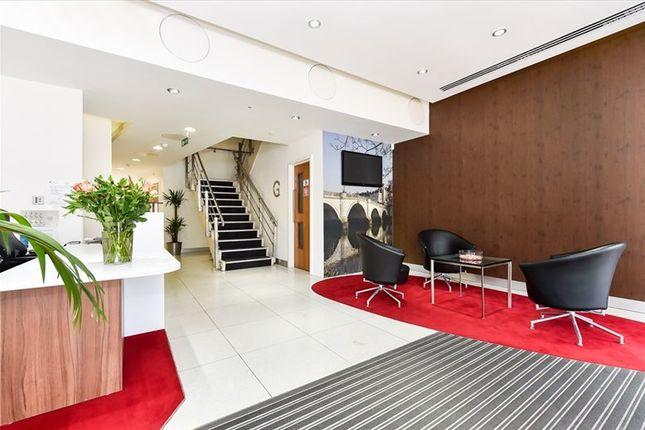 Serviced office to let in Oriel House, Richmond