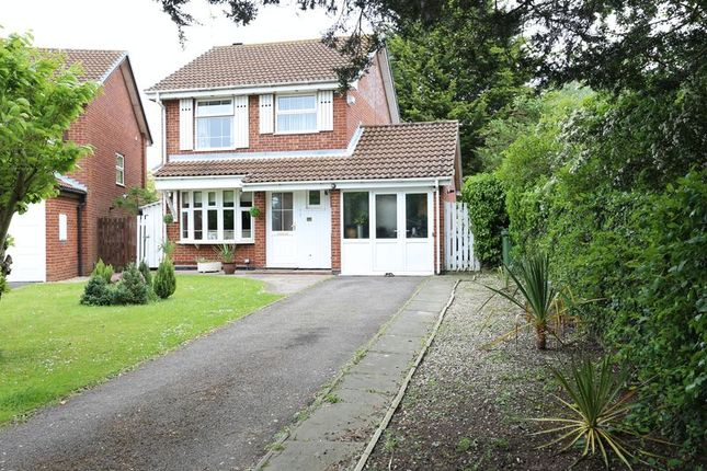 Thumbnail Detached house to rent in Kingsford Close, Woodley, Reading