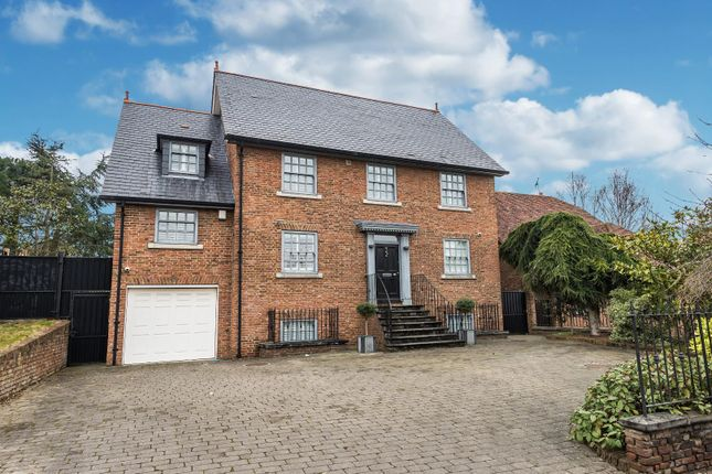 Thumbnail Detached house for sale in Ivy Chimneys, Epping