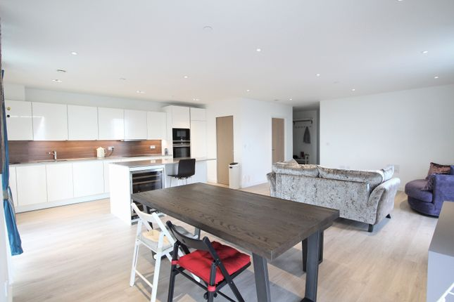 Thumbnail Flat to rent in Skyline Apartments, Woodberry Down, London