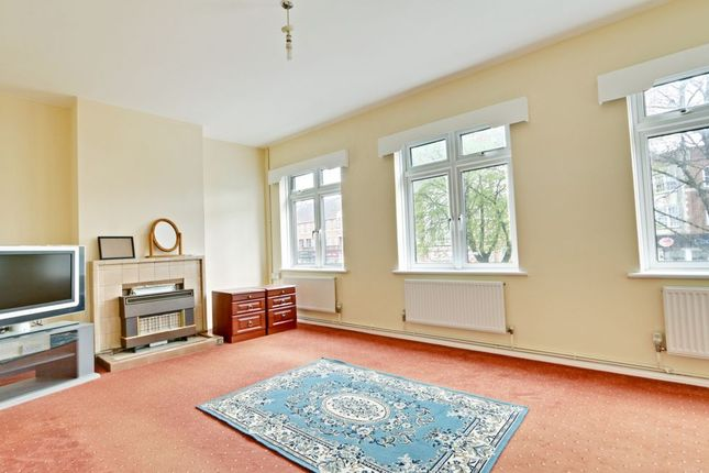 Thumbnail Flat to rent in Station Parade, Cockfosters Road