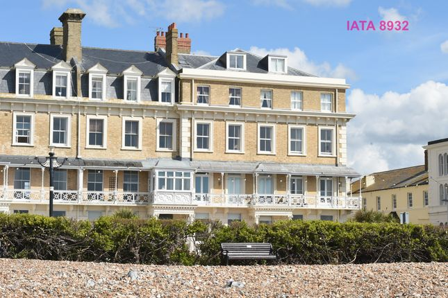 2 bedroom flat to rent in Heene Terrace, Worthing