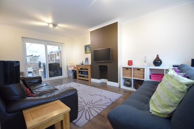 Thumbnail Semi-detached house to rent in The Greenway, Mill End, Rickmansworth