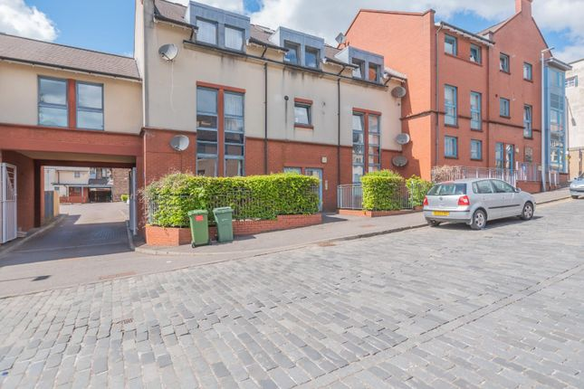 Thumbnail Flat for sale in Broad Street, Alloa