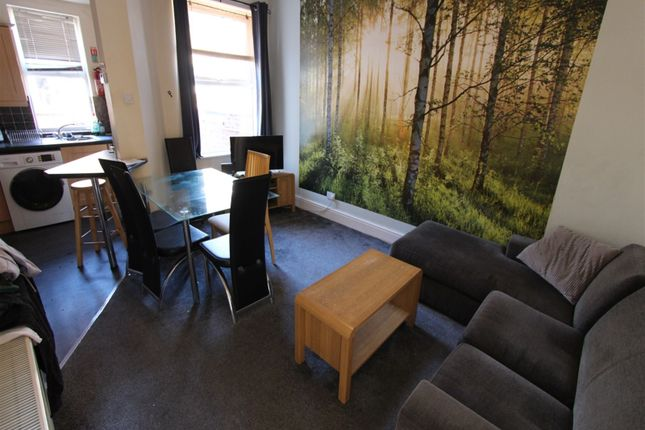 3 bed property to rent in Ealing Avenue, Manchester M14