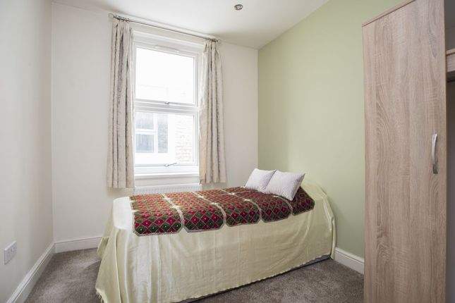 Thumbnail Room to rent in Kingston Road, Kingston Upon Thames
