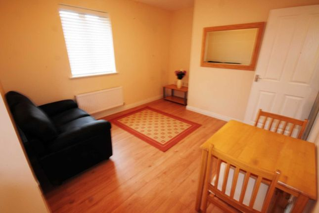 Thumbnail Flat to rent in Gibraltar Close, Coventry