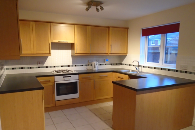 3 bedroom town house to rent in Macquarie Quay, Eastbourne