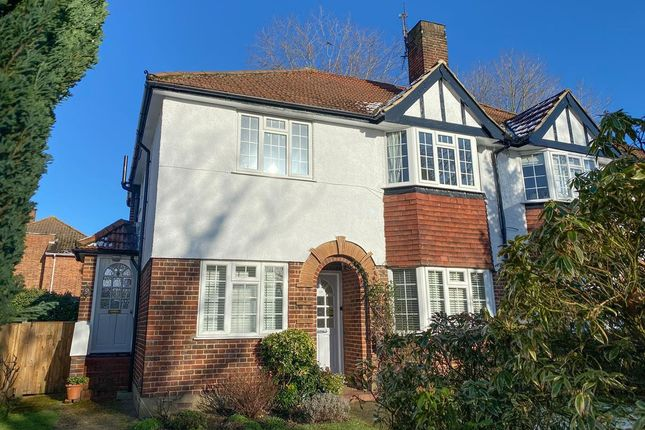 2 bed flat to rent in Ditton Lawn, Thames Ditton KT7