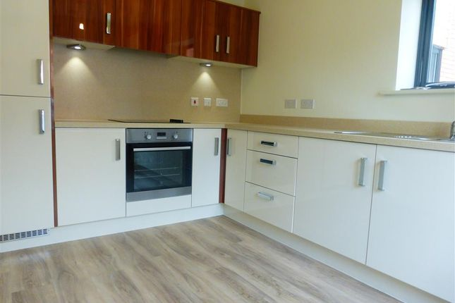 Thumbnail Property to rent in Cairns Close, Lichfield