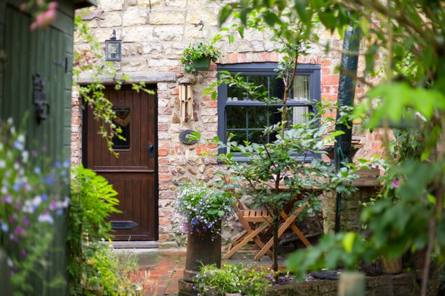Thumbnail Cottage for sale in Boroughbridge Road, Green Hammerton, York