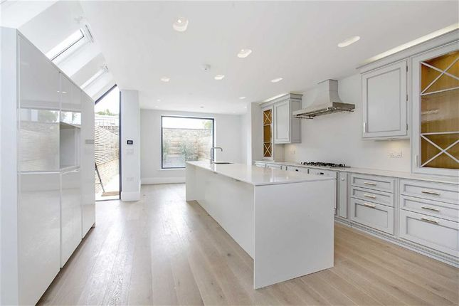 Thumbnail Property to rent in Bovingdon Road, Fulham