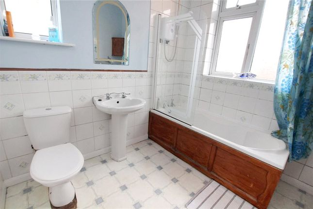 Bathroom of Felixstowe Road, Ipswich, Suffolk IP3