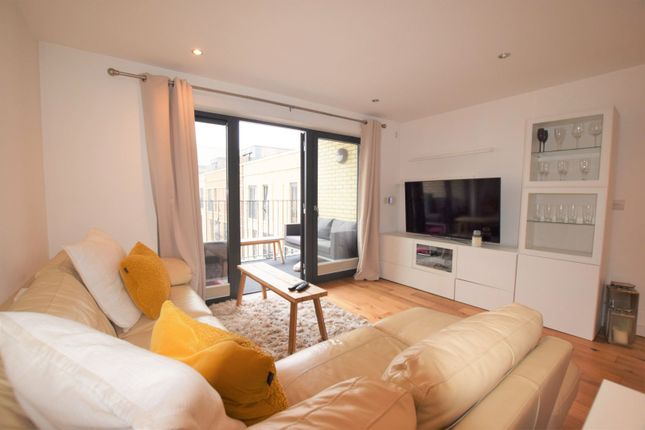 Lounge of 10 Eythorne Road, Brixton / Oval SW9