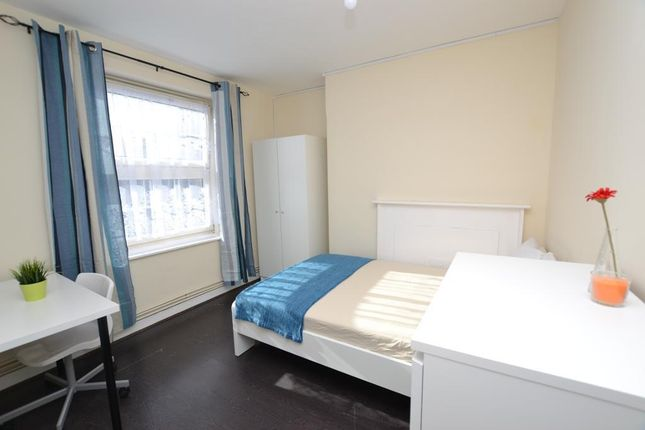 Thumbnail Flat to rent in Pott Street, Bethnal Green, London