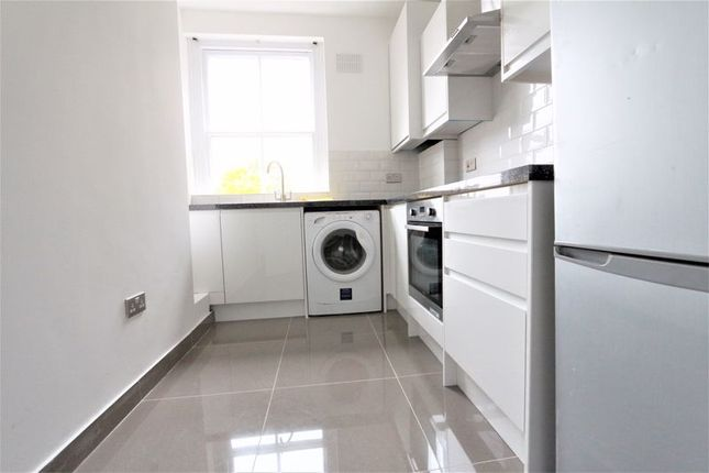2 bed flat to rent in Earls Court Road, London SW5