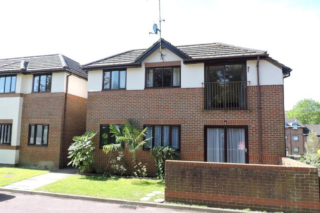 Thumbnail Flat for sale in London Road, Loudwater, High Wycombe