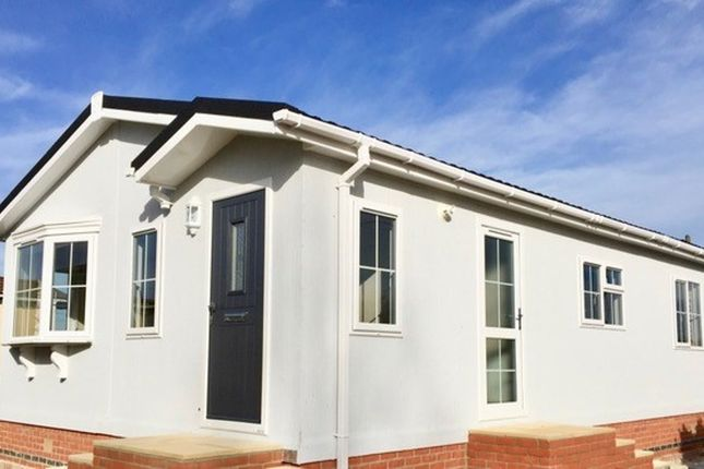Thumbnail Mobile/park home for sale in The Willows, Grove, Wantage