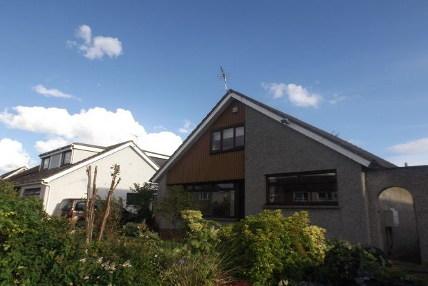 Thumbnail Bungalow to rent in Strachan Avenue, Broughty Ferry, Dundee